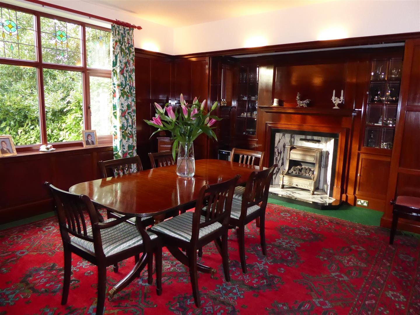 FORMAL DINING ROOM (FRONT)